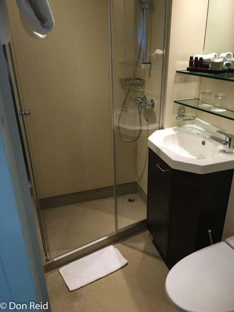 Amadeus Royal - the compact bathroom